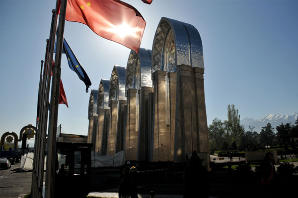 bandeiras-tremulando-no-cazaquistao