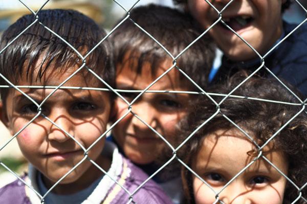 criancas-refugiadas-atras-da-grade