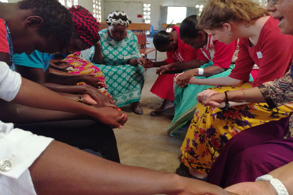 mulheres-cristas-orando
