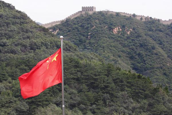 bandeira-da-china-na-grande-muralha